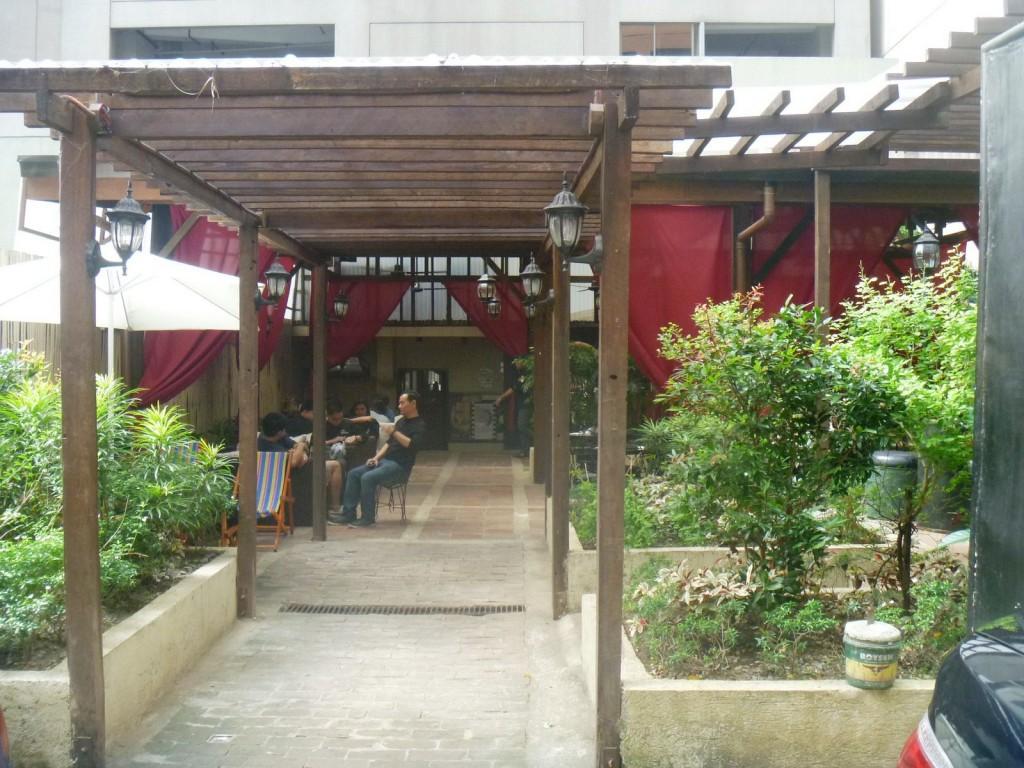 Le Cafe Curieux  Resto-Bar