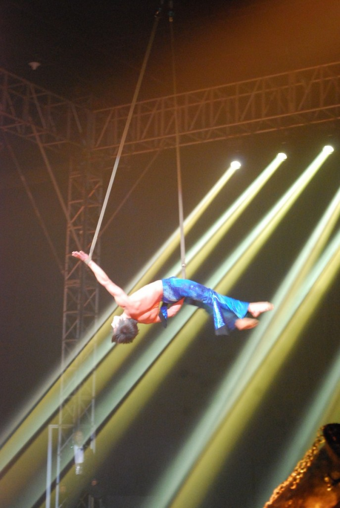 The aerial straps act,  of Victor Kim Tchepiakov
