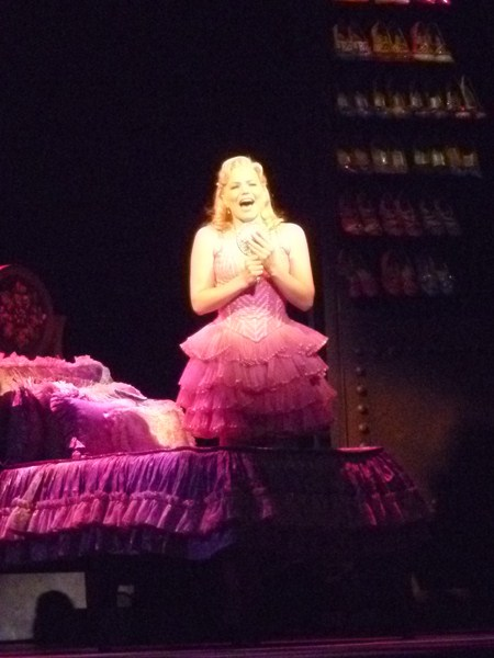 Suzie Mathers as Glinda