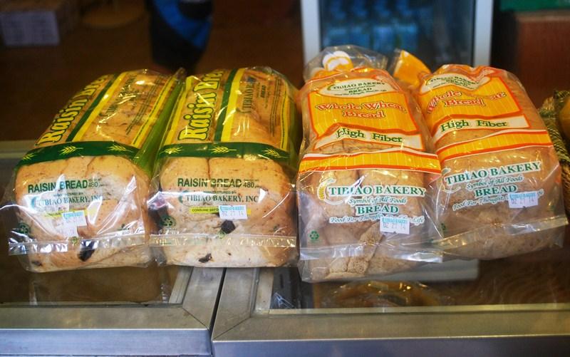 Raisin bread and whole wheat bread