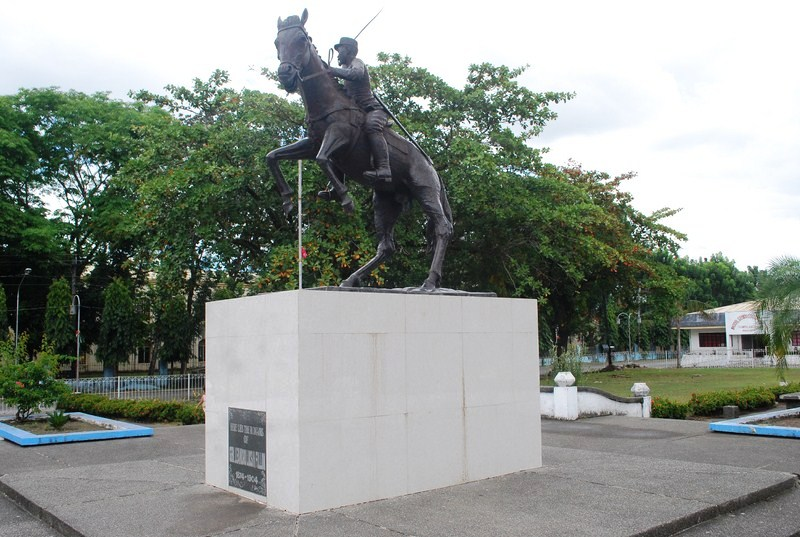 The equestrian statue of Gen. Leandro Fullon
