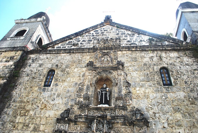 The fine Spanish Churrigueresque facade