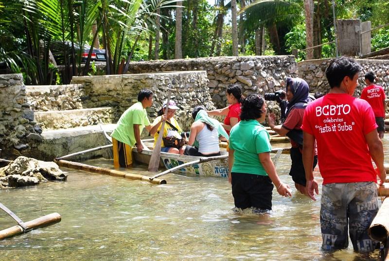 Transferring to small bancas at Manlonggong Point