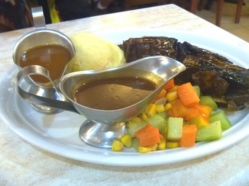 US Barbecue Short Ribs with veggies and mashed potato
