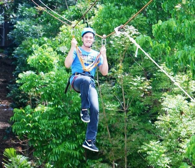 Maichel tries ziplining