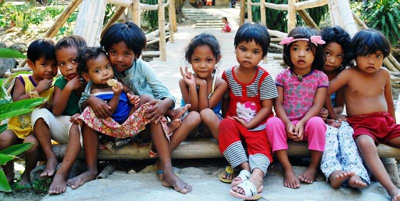 Iraya-Mangyan children