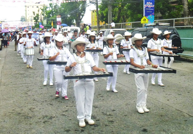 A drum and lyre band
