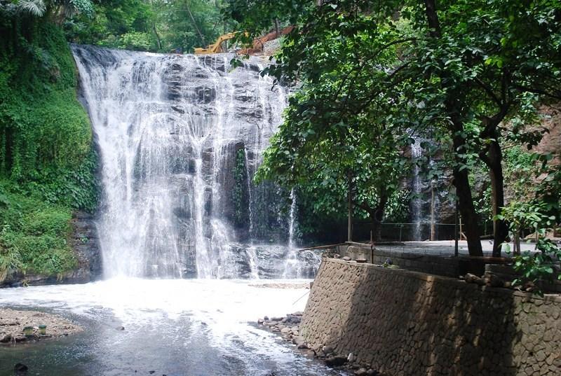 Hinulugang Taktak Falls (11)