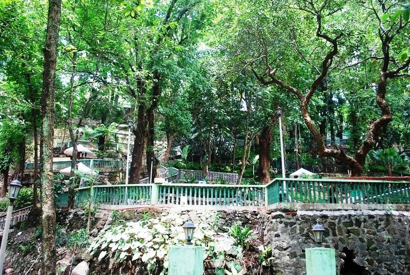 Hinulugang Taktak Falls (12)