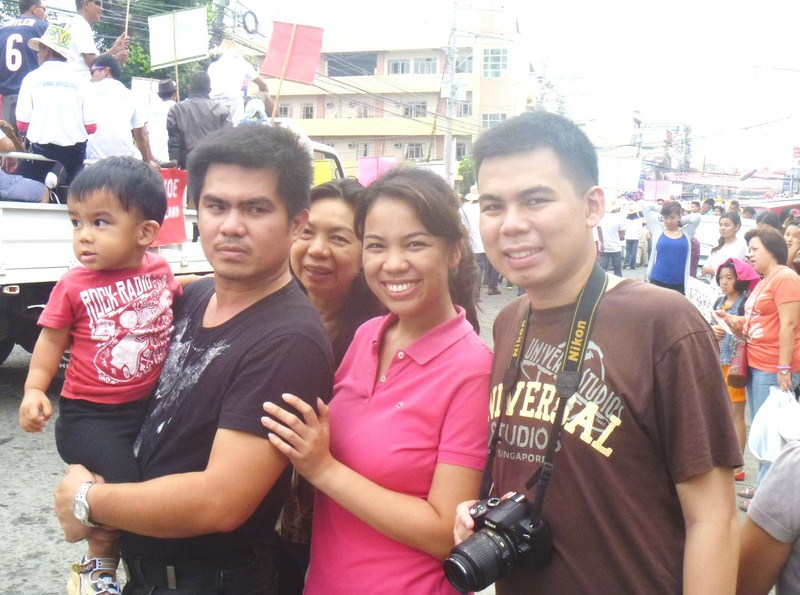 Kyle, Marve, Grace, Cheska and Jandy enjoying the parade