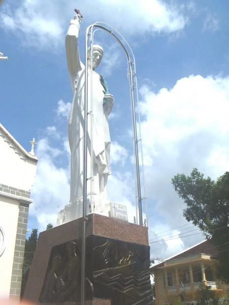 Statue of St. Matthieu Le Van Gam