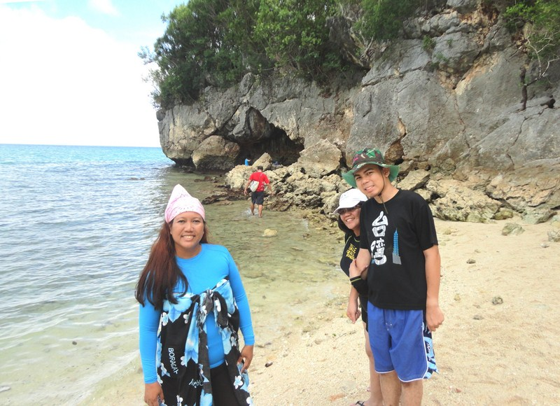 Violet, Maricar and Jandy near the Kuwebang Lambas' beachside entrance