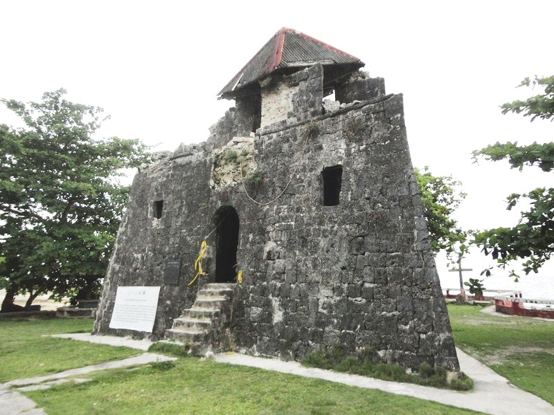 Earthquake-damaged Punta Cruz Watchtower