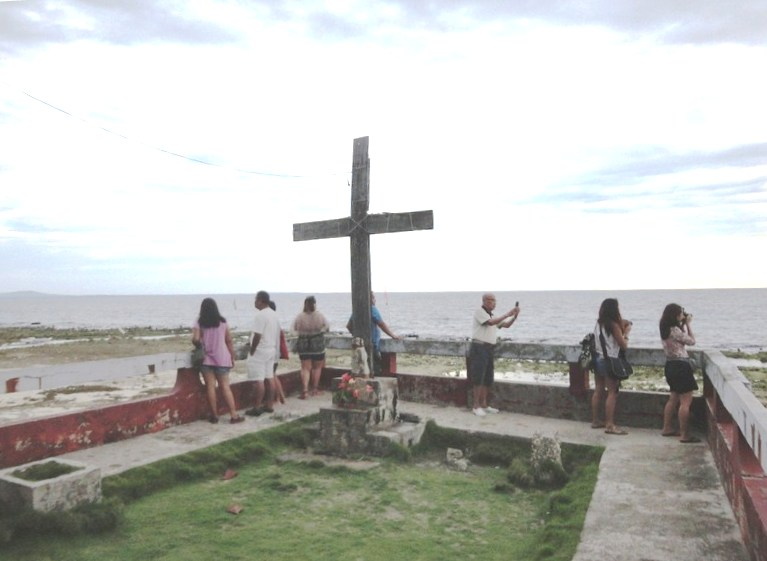 The viewing deck and cross