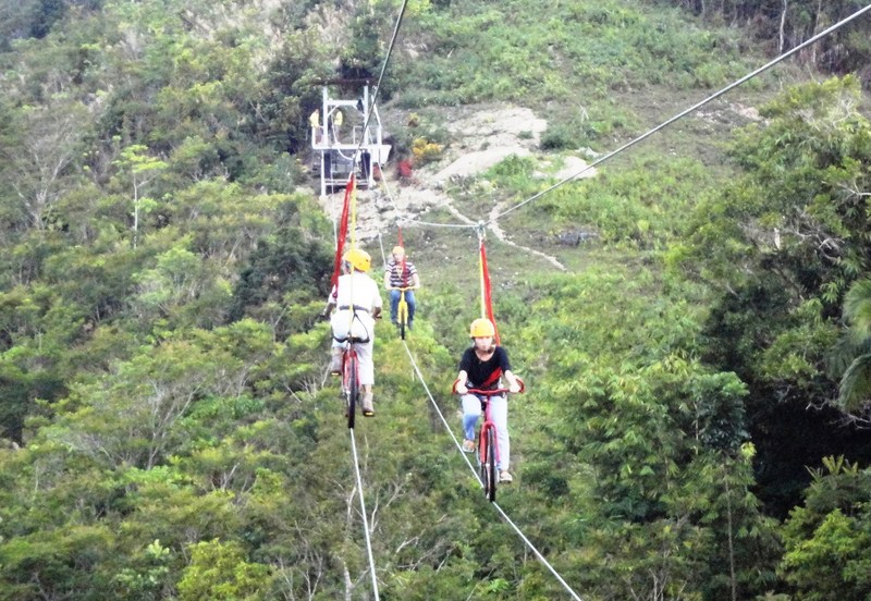 Traffic along the bike zipline