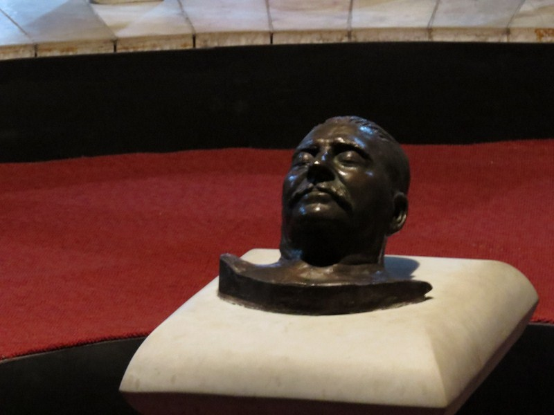 Stalin's death mask (photos: Ms. Riva Galveztan)