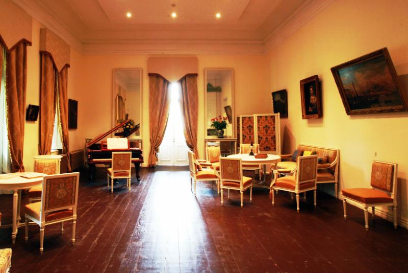 The White Salon (photo - www.tsinandali.com)