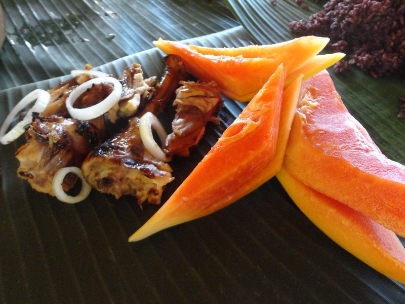 Barbecue chicken and sliced papayas