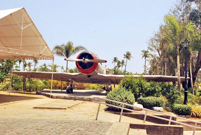 """Japanese Nakajima """"Kate"""" torpedo bomber"""