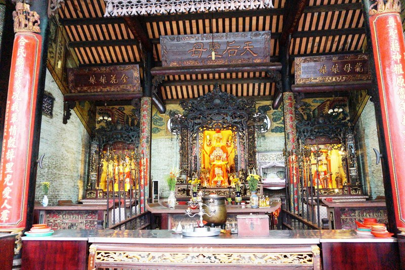 Altar of Thien Hau