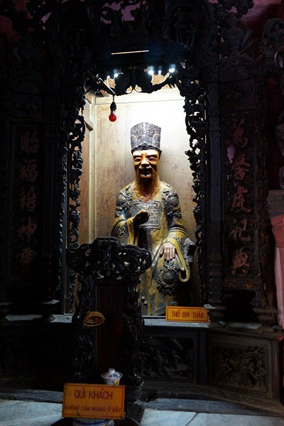 Guardian of the door of the Jade Emperor Pagoda