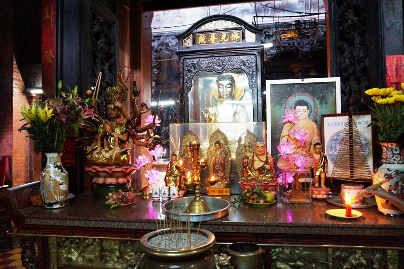 The altar of  Phat Mau Chuan De