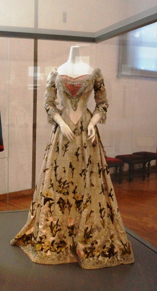 Chenille dress of Empress Elisabeth