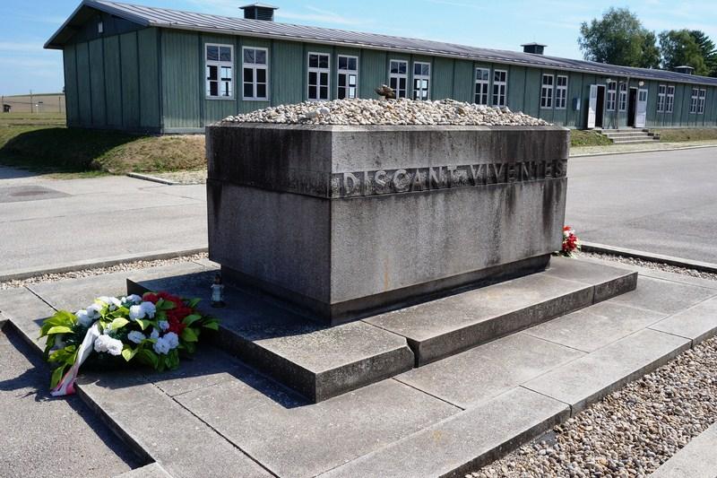 Sarkophag Memorial