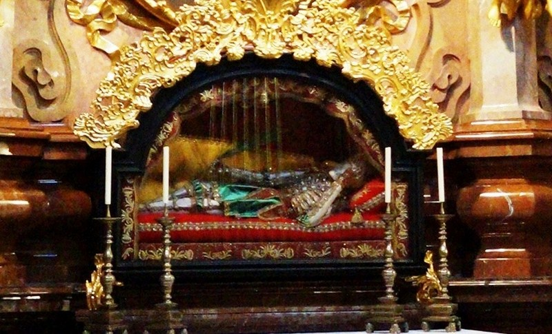 Glass sarcophagus of St. Clemens