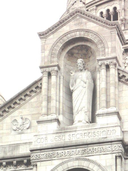 Statue of Jesus Christ at the facade