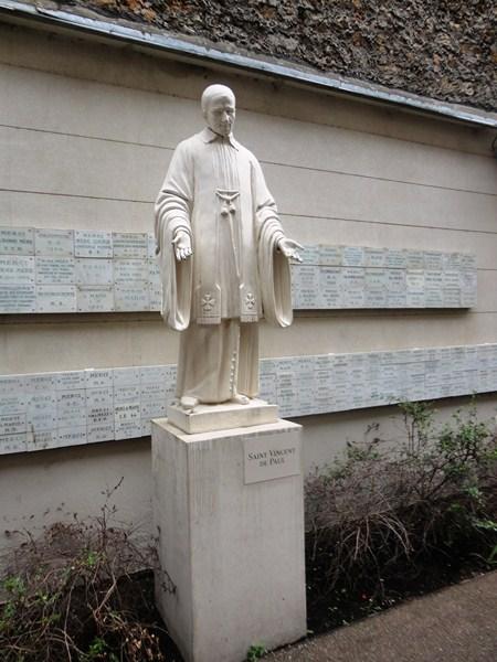 Statue of St. Vincent de Paul