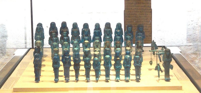 Troop of funerary servant figures