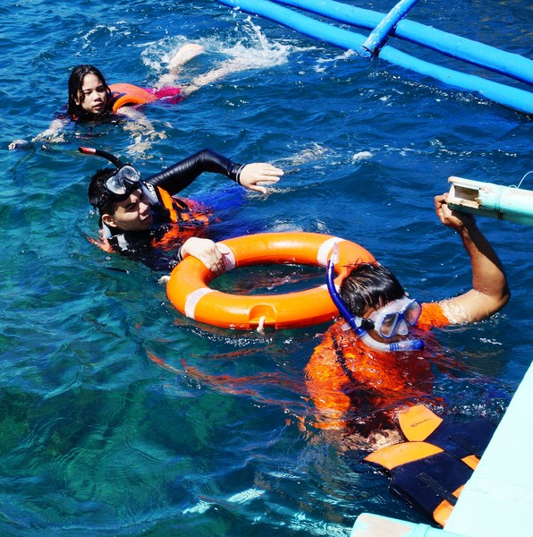 Donning masks an snorkels, Cheska, Jandy an our guide Japeth take to the water