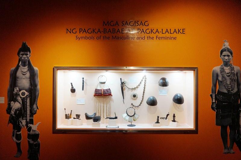 Mga Sagisag ng Pagka-Lalake at Pagka-Babae (Symbols of the Masculine and Feminine)