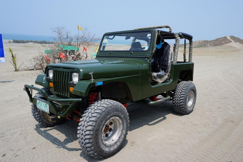 Wrangler-type jeep
