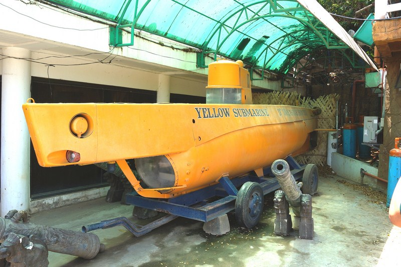 "Singson's ""Yellow Submarine"""
