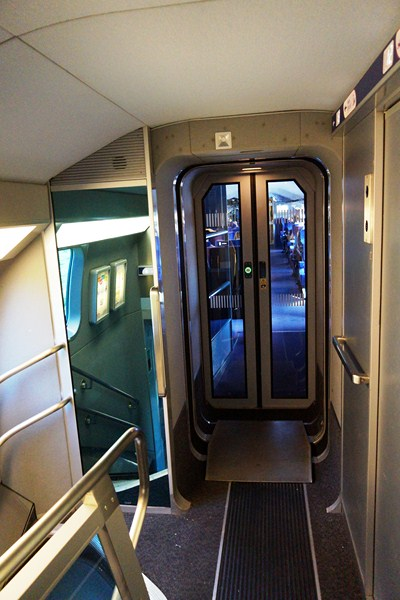 The gangway between carriages