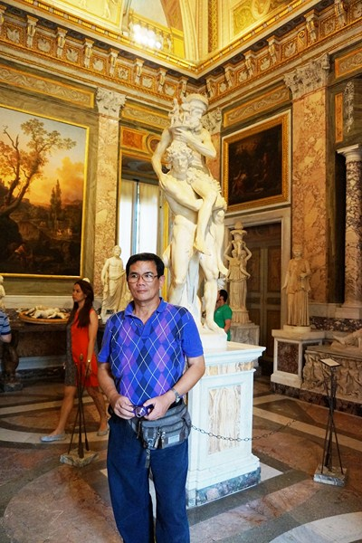 Author in front of statue of Aeneas, Anchises & Ascanius