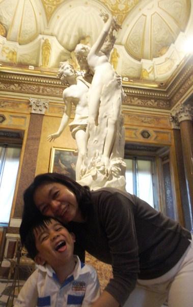Apollo Chasing Daphne (Gian Lorenzo Bernini)