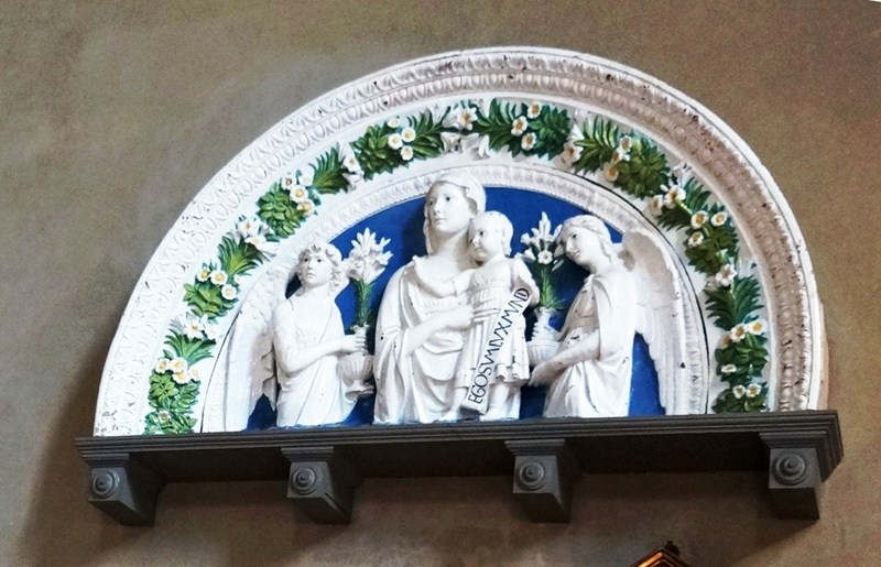 Madonna and Child between Angels (1475, Luca della Robbia)