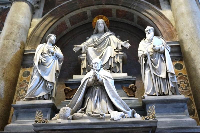 Monument to Pius VIII (Pietro Tenerani, 1866)