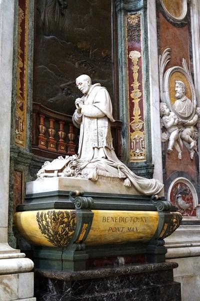 Monument to Pope Benedict XV (Pietro Canonica, (1928)