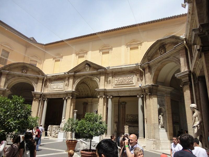 Octagonal Courtyard (Cortile Ottagono)