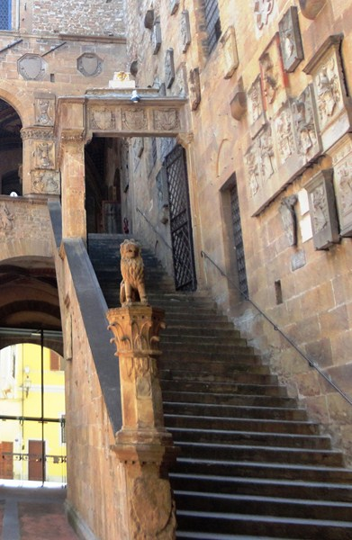 The external open staircase leading to the loggia