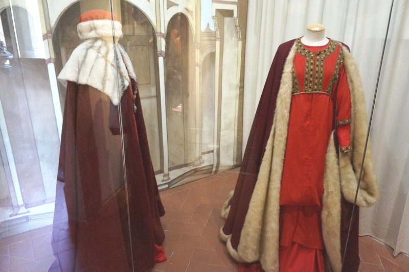 Traditional costumes of the fourteenth century