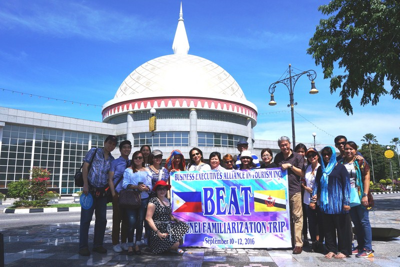 Members of B.E.A.T. in front of the Royal RegaliaMuseum