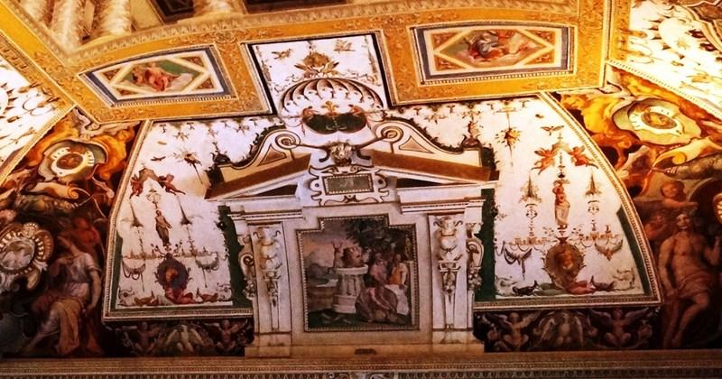 Ceiling fresco at Salon of the Fountain